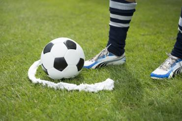 Vanishing_spray_paint_foam_soccer_penalty_kick_marking